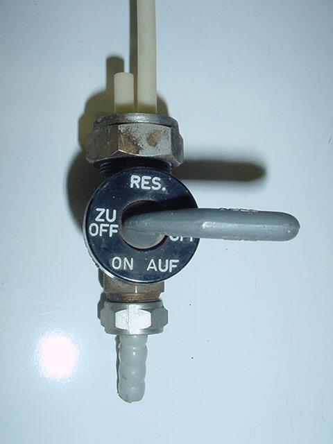 [TUTORIEL] Refection des robinets d'essence Karcoma - Page 3 Petcock12